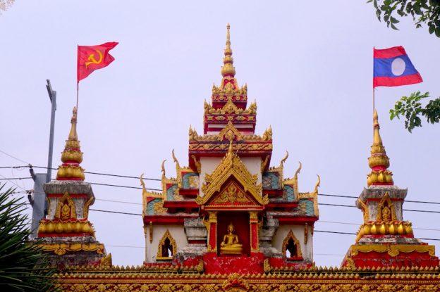 Temple bouddhiste stupa photo blog voyage tour du monde https://yoytourdumonde.fr