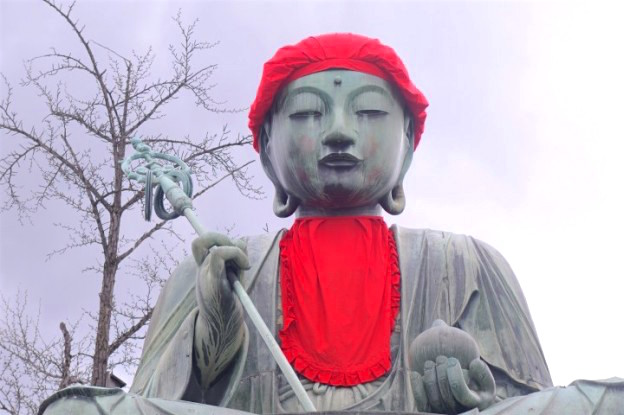 Shintoisme ou bouddhiste, le temple Zenko-Ji a Nagano est vraiment magnifique. Photo blog voyage tour du monde https://yoytourdumonde.fr