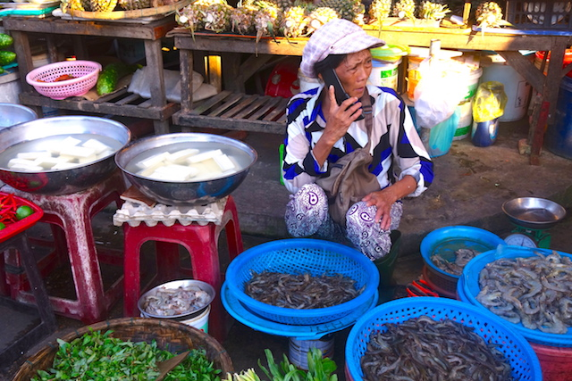 Hoi An au Vietnam est connu pour être l'une des villes ou tu manges le mieux au Vietnam photo blog voyage tour du monde http://yoytourdumonde.fr