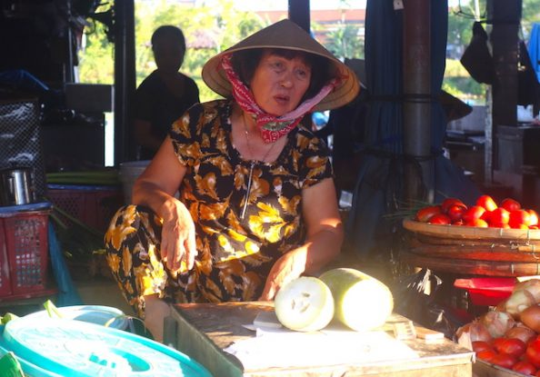 Le marché de Hoi An est à décourir le matin voyage photo blog https://yoytourdumonde.fr