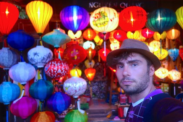 Hoi an est souvent appelé la ville aux lanternes quand à la nuit tombée des milliers de lanternes sont allumés. Photo blog voyage tour du monde http://yoytourdumonde.fr