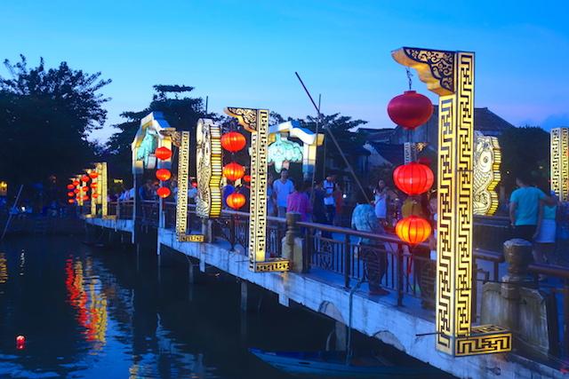Plus de 800 maisons historiques et un pont couvert vous attendent du coté de Hoi An au Vietnam photo blog voyage tour du monde http://yoytourdumonde.fr