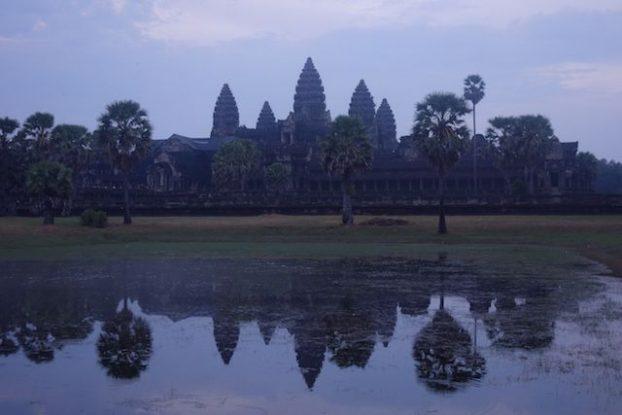 Le magnifique et superbe temple d'Angkor Vat qui est l'un des plus beau temples d'Angkor et represente sur le drapeau cambodgien blog photo https://yoytourdumonde.fr