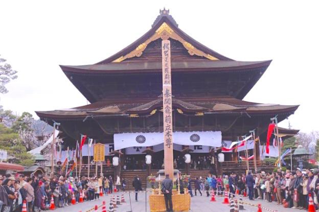 Le superbe temple Zenko-ji de Nagano. Photo blog voyage tour du monde https://yoytourdumonde.fr