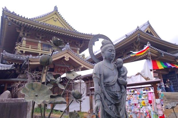 La ville de Nagano s'est construite autour du temple Zenko-Ji. Photo blog voyage tour du monde. https://yoytourdumonde.fr
