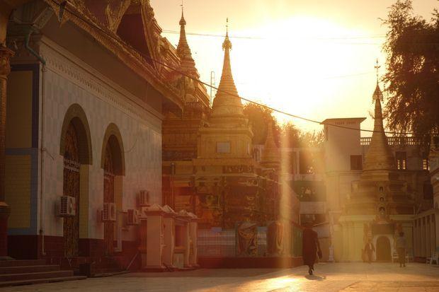 myanmar-birmanie-temple-moine-bouddhiste-travelling
