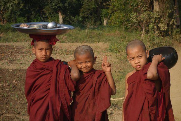 birmanie-moine-bouddhiste-voyage-travelling