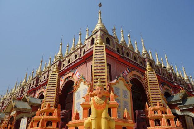 Le temple de Thanboddhay Paya pres de Monywa et d'une beauté epoustouflante avec un toit magnifique