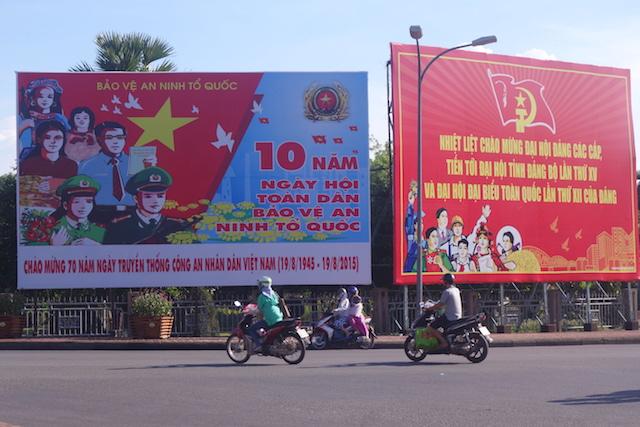 Affiche de propagande au Vietnam à Hué photo blog voyage tour du monde http://yoytourdumonde.fr