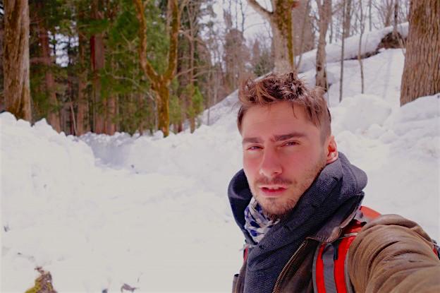 Yohann Taillandier et la neige une histoire d'amour! Photo blog voyage tour du monde https://yoytourdumonde.fr