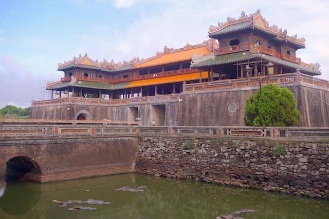 La beauté du mur d'enceinte de la Cité Impériale de Hué au Vietnam. Photo article blog tour du monde http://yoytourdumonde.fr