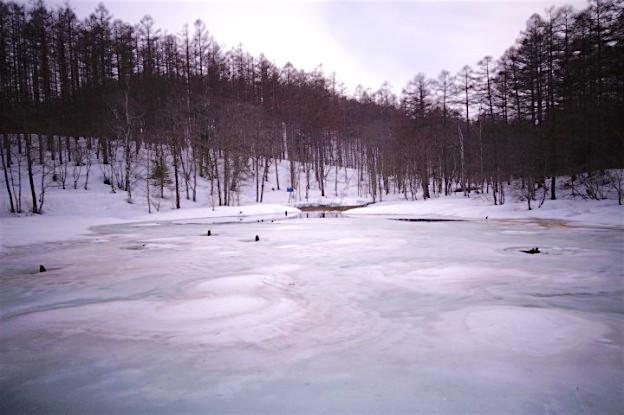 Lorsqu'un chemin est interdit vous ne devez pas y aller...notamment pour lac gelé. Photo blog voyage tour du monde https://yoytourdumonde.fr
