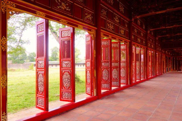 A l'intérieur de la cité impériale de Hué. Photo blog voyage tour du monde https://yoytourdumonde.fr