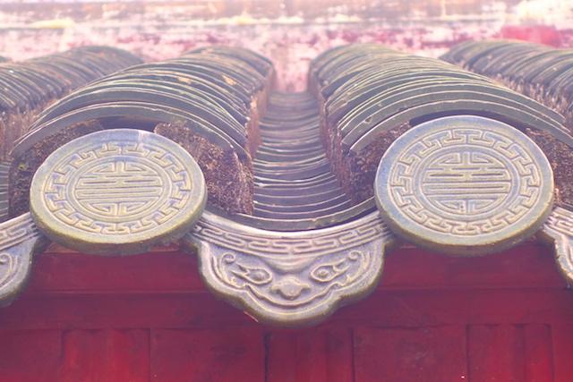 Symabole de toit dnas la cité impériale de Hué au Vietnam photo blog voyage tour du monde http://yoytourdumonde.fr