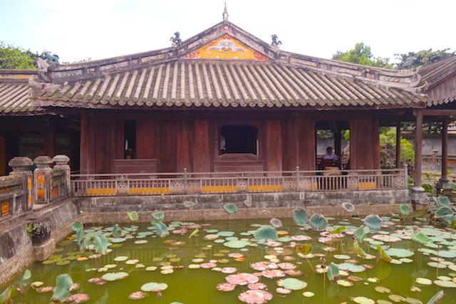 Palais de la Reine-Mère au Vietnam à Hué photo blog voyage tour du monde http://yoytourdumonde.fr