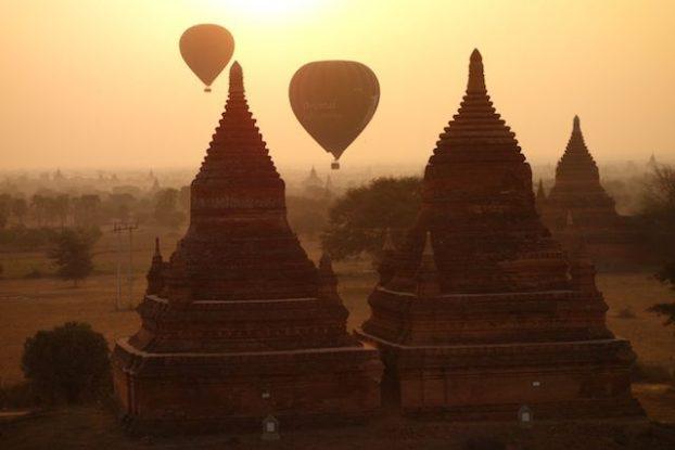 montgolfiere au petit matin du cote de bagan photo voyage tour du monde https://yoytourdumonde.fr