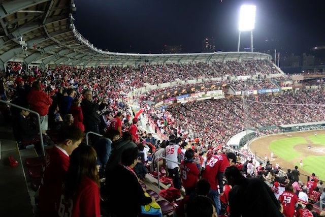 Le superbe stade de baseball d'Hiroshima. Photo voyage tour du monde https://yoytourdumonde.fr