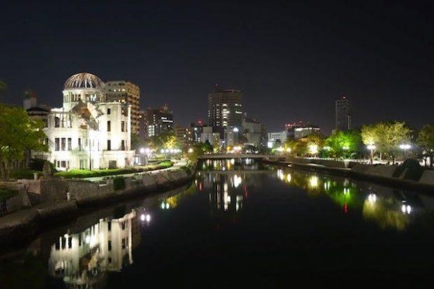 Hiroshima de nuit photo blog voyage tour du monde https://yoytourdumonde.fr