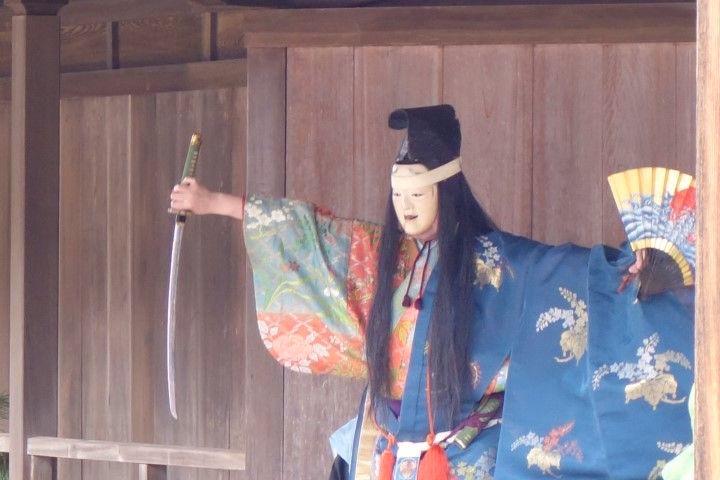Theatre dans un temple de Miyajima photo blog voyage tour du monde http//yoytourdumonde.fr