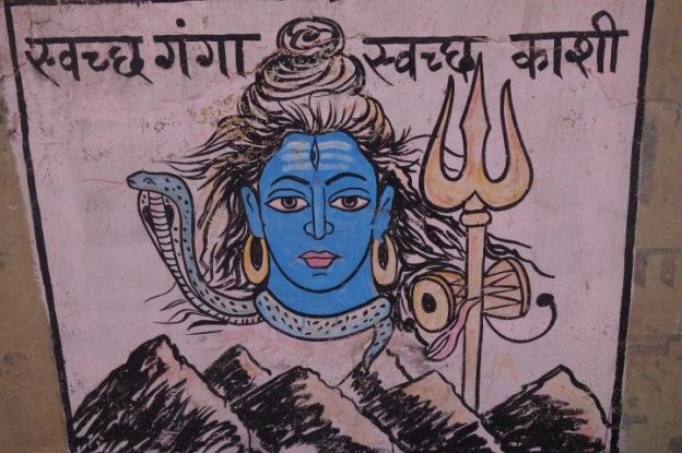 Lord Shiva en Inde à Varanasi est representé plusieurs fois sur les Ghats. Photos blog voyage tour du monde. https://yoytourdumonde.fr