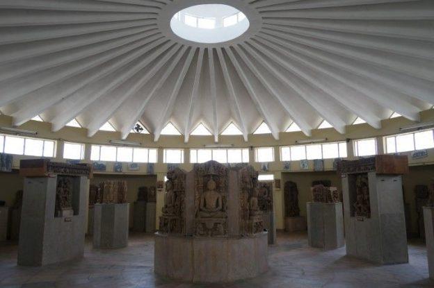Musée de Khajuraho en Inde photo blog voyage tour du monde https://yoytourdumonde.fr