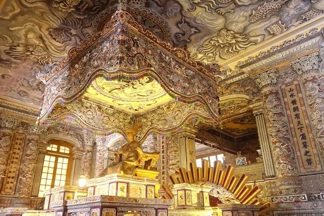 Superbe tombe Impériale de Dong Khanh photo blog voyage tour du monde asie vietnam hué http://yoytourdumonde.fr