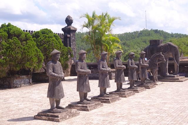 Tombe Impériale de Dong Khanh Hué Vietnam photo blog voyage tour du monde http://yoytourdumonde.fr