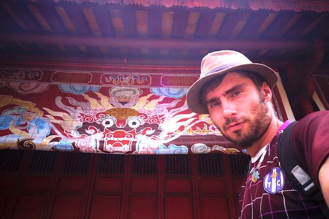 Selfie dans le Mausolée de Minh Mang photo blog tour du monde http://yoytourdumonde.fr