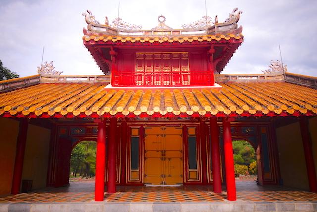 A 20 minutes de Hué il vous faut découvrir le magnifique mausolée de Minh Mang ancien empereur du Vietnam photo blog voyage tour du monde http://yoytourdumonde.fr