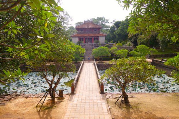 Le mausolée de Minh Mang est assez grand sur cette partie vous voyez qu'une petite partie. Photo blog voyage tour du monde vietnam hué https://yoytourdumonde.fr