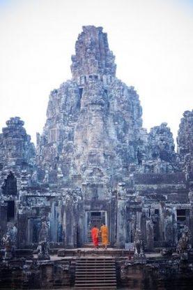 moine bouddhite dans le temple du Baylon. Photo blog https://yoytourdumonde.fr