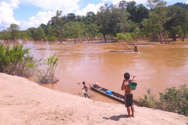 Pecheur 4000 iles laos photo blog voyage tour du monde https://yoytourdumonde.fr