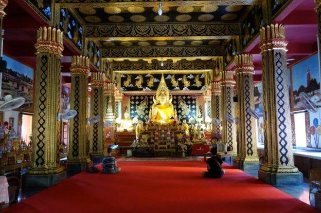 A l'interieur du temple.