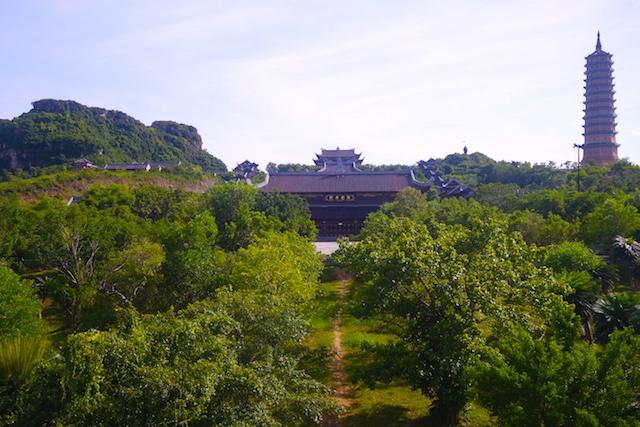 Superbe complexe de pagode et de temple dans la pagode de Bai Dinh photo blog voyage tour du monde http://yoytourdumonde.fr