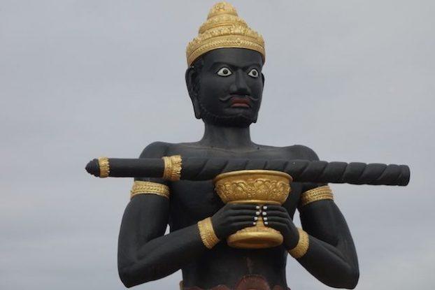 Selon la legende un geant a fait tomber un baton a Battambang au Cambodge creusant une riviere photo blog https://yoytourdumonde.fr