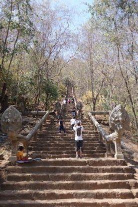Il vous faudra monter plus de 300 marches pour voir le spectacle de Wat Banan Temple photo blog https://yoytourdumonde.fr