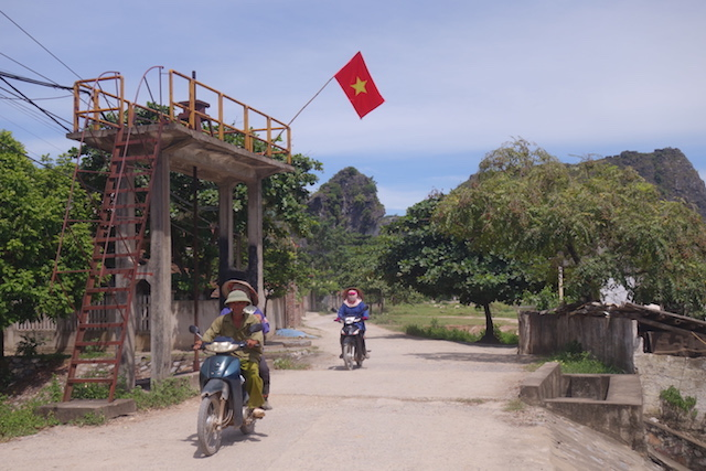 Vietnam ninh binh baie d'halong terrestre photo voyage tour du monde http://yoytourdumonde.fr