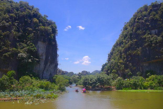 Ninh Binh Baie d'Halong Terrestre photo blog voyage tour du monde https://yoytourdumonde.fr