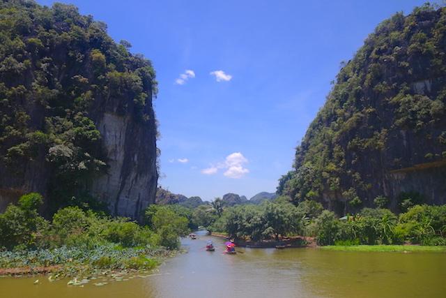 Ninh Binh Baie d'Halong Terrestre photo blog voyage tour du monde http://yoytourdumonde.fr