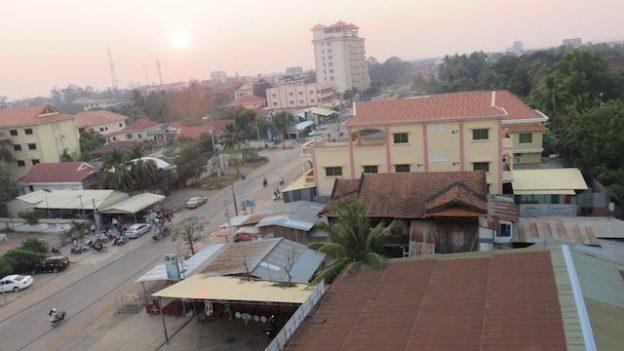 vous pouvez voir Battambang avec la vue de mon hotel blog photo https://yoytourdumonde.fr