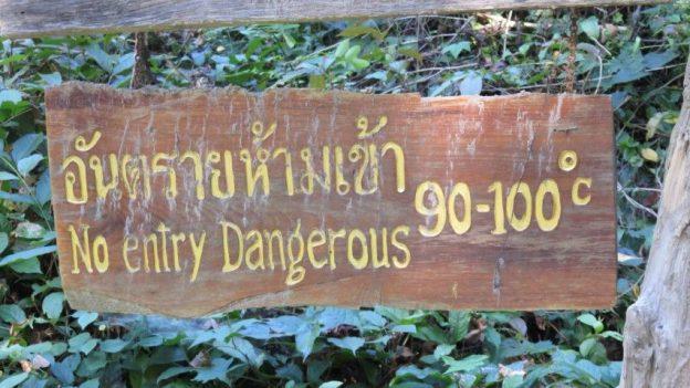 Nord Thailande: Temperature d'un geyser...90 a 100 degres. Ah quand meme!!!!
