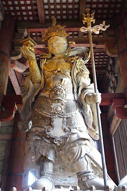 Statut de démon dans le Temple de Todai-ji photo blog voyage tour du monde https://yoytourdumonde.fr