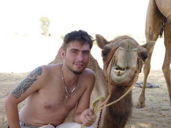 Les dromadaires dans le desert de Thar seront vos amis pour faire des circuits et visiter ce magnifique désert entre Inde et Paksitan photo blog voyage tour du monde https://yoytourdumonde.fr
