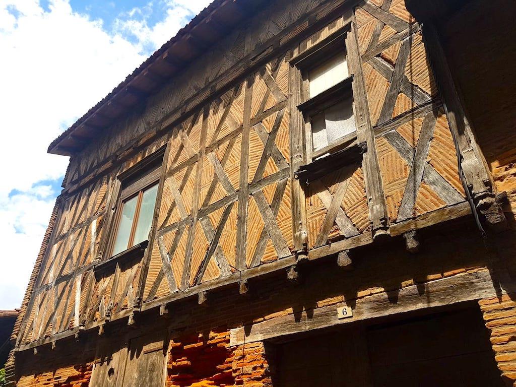 Ancienne maison à Rieux-Volvestre.