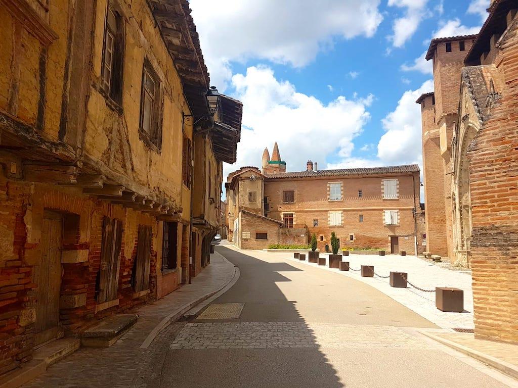 Village de Rieux-Volvestre en Haute Garonne photo blog voyage France et tour du monde https://yoytourdumonde.fr