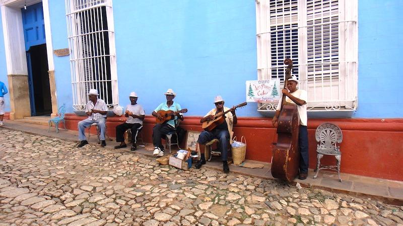 Patrizia08 de pixabay groupe musicale à Trinidad photo blog voyage tour du monde https://yoytourdumonde.fr
