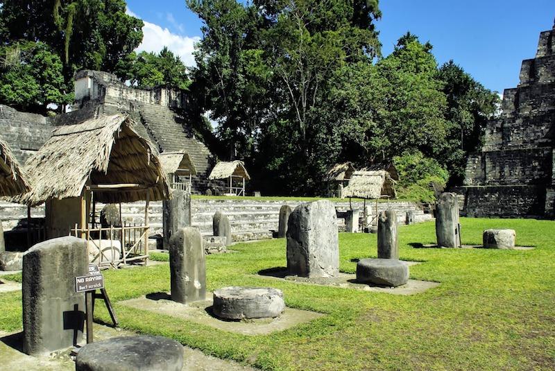 Tikal au Guatemala Pixabay par Delzalb. Cité Maya photo blog voyage tour du monde travel https://yoytourdumonde.fr