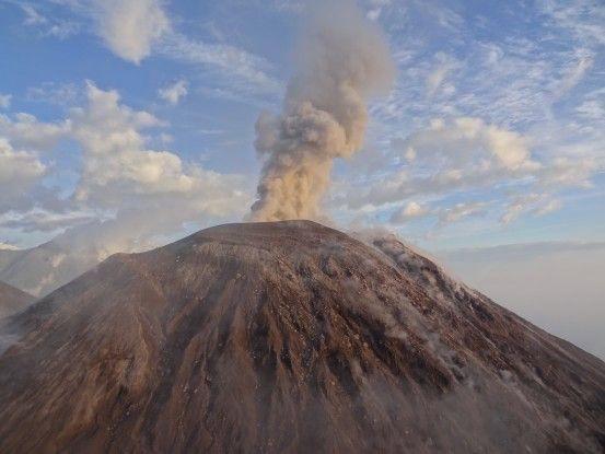 Le Santiaguito au Guatemala en eruption volcanique photo blog voyage tour du monde travel https://yoytourdumonde.fr