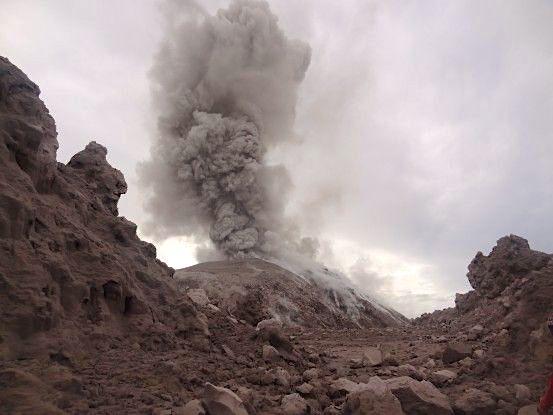 Eruption du volcan Santiaguito au Guatemala voyage photo tour du monde travel https://yoytourdumonde.fr