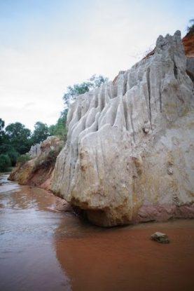 Le sable forme pres de la riviere Suoi Tien de magnifique forme de toutes les couleurs blog https://yoytourdumonde.fr